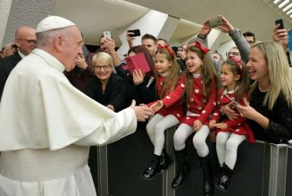 Pope Francis asks families to put down their phones on Holy Family Sunday…