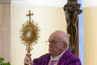 """""""Humanity trembles"""": Pope Francis asks all Christians to pray Our Father on March 25 at noon; announces special Urbi et Orbi this Friday…"""