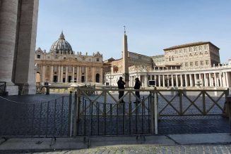 Italian police close St. Peter's Square to public…