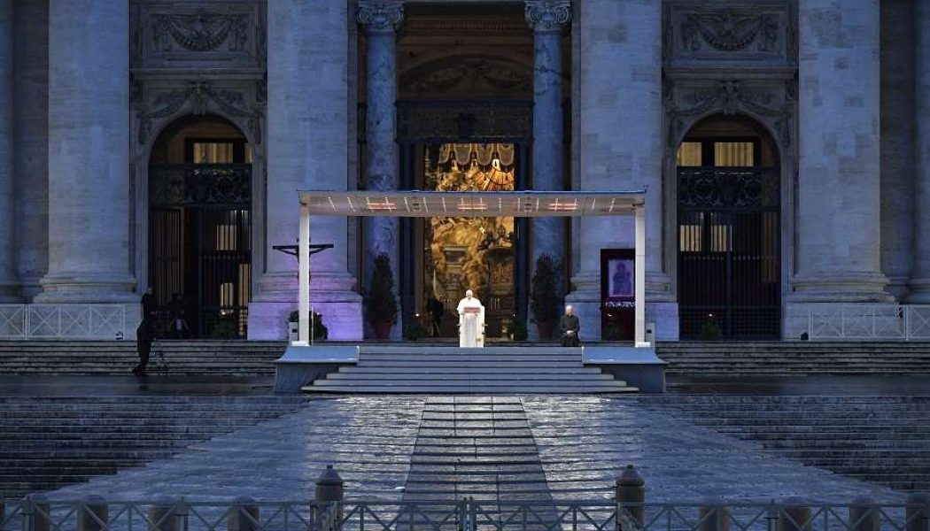 The Cross is our hope: Pope gives extraordinary 'Urbi et Orbi' blessing during coronavirus…