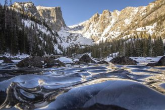 This photographer captured a rare sight — frozen waves on a lake in Colorado's Rocky Mountain National Park…