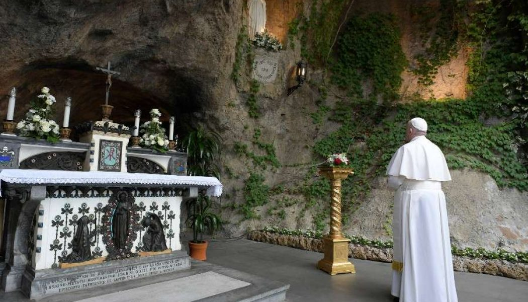 Pope Francis asks Mary to intercede for end to pandemic during Rosary with world's shrines…