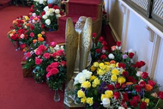 Roses and Rosaries for Our Lady: EWTN viewers fill chapel with shower of flowers…