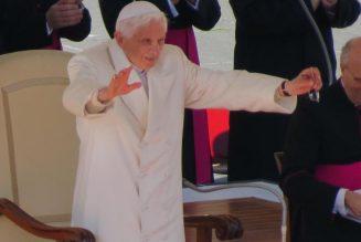 Benedict XVI distances himself from embattled Catholic community…