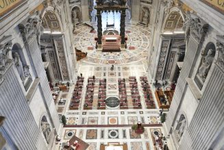 Vatican prohibits priests from celebrating private daily Masses at St. Peter's side altars…