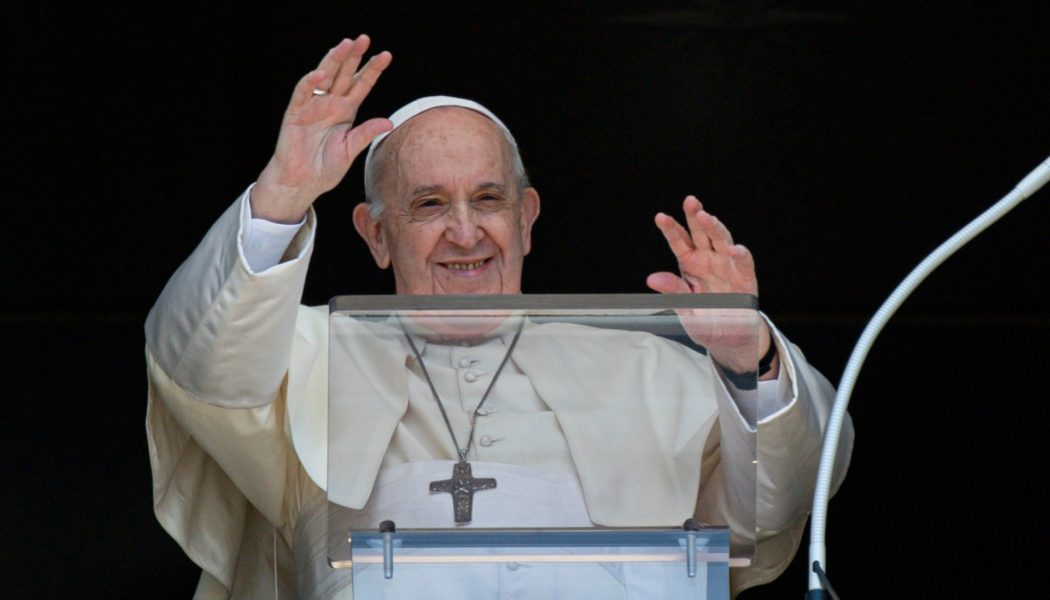 Pope's Sunday Angelus: 'Find time for silence with the Gospel every day'…