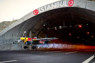 Watch a plane fly through a tunnel — and set a Guinness World Record at the same time…